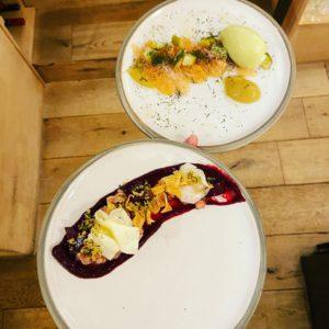 freistil. Kulinarik serviert auf Töpferkunst der Hörmanns Töpferei.