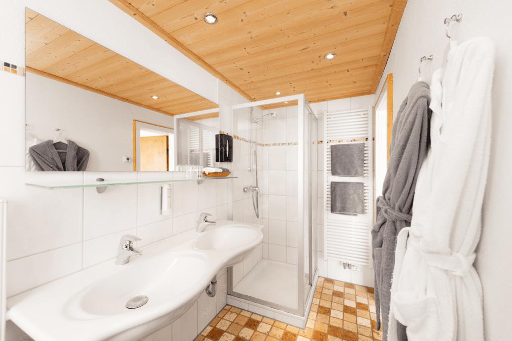Unser Badezimmer mit Dusche der Magnum Suite