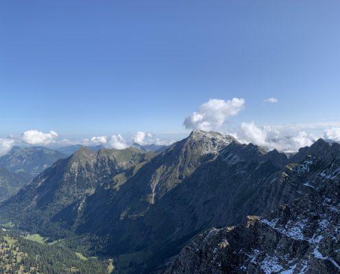 freistil. Oberallgäu. Bergpanorama von dem Gipfel Großer Daumen